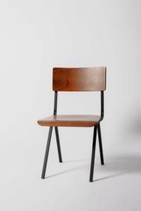 silla diseño de estilo vintage o escolar antigua