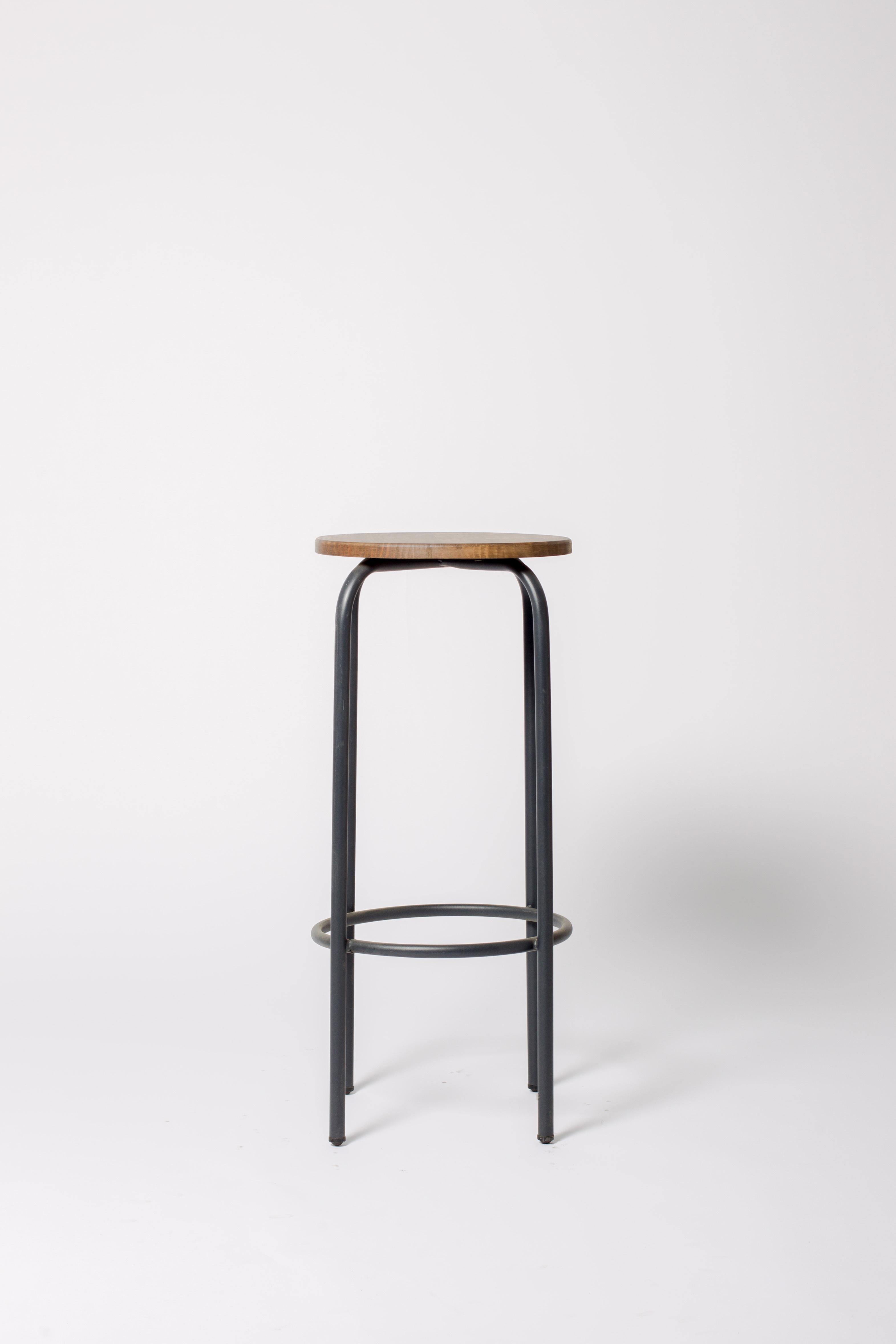Taburete bar de estilo industrial o vintage en madera y metal
