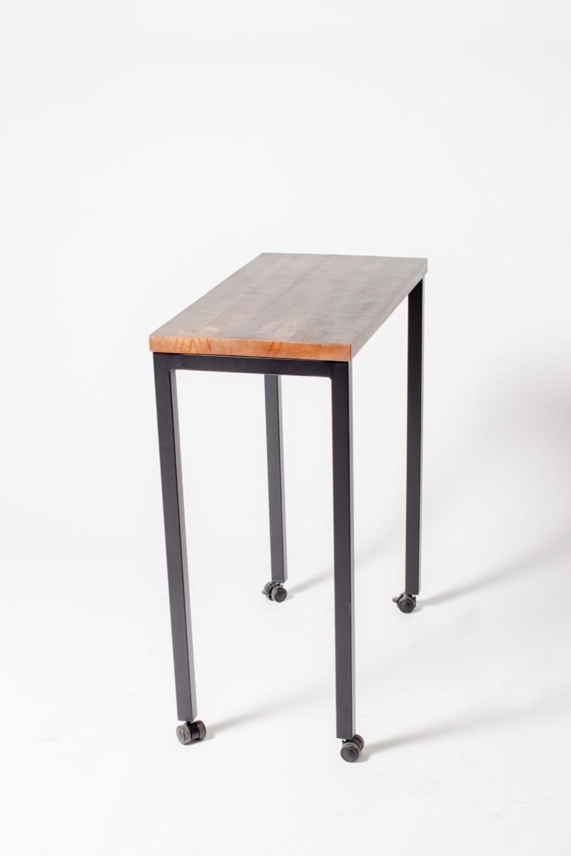mesa-madera-y-metal-con-ruedas-para-hosteleria-2